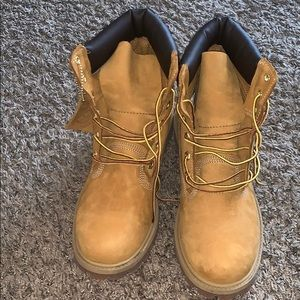Lightly Worn Wheat Timberland Boots Size 7 in Boys